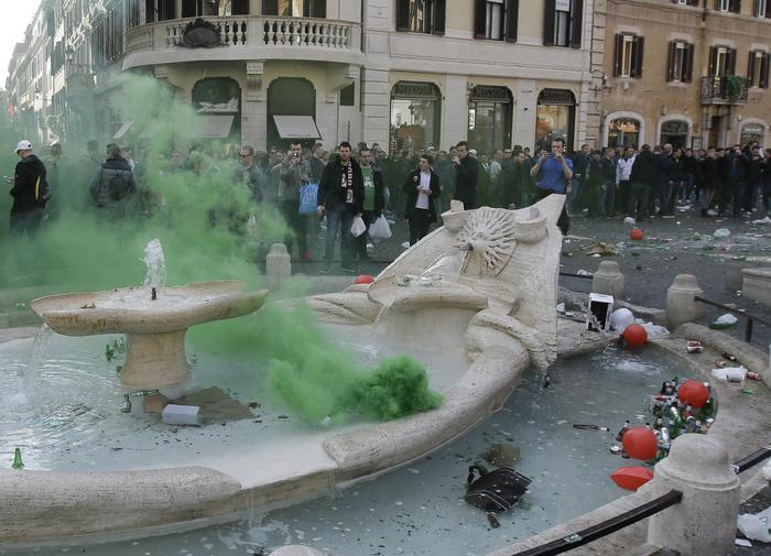 Calcio: danni a Barcaccia dopo passaggio tifosi