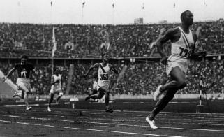 Jesse-Owens-100m-berlin-1936